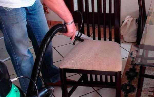 Lavagem de Cadeiras de Jantar