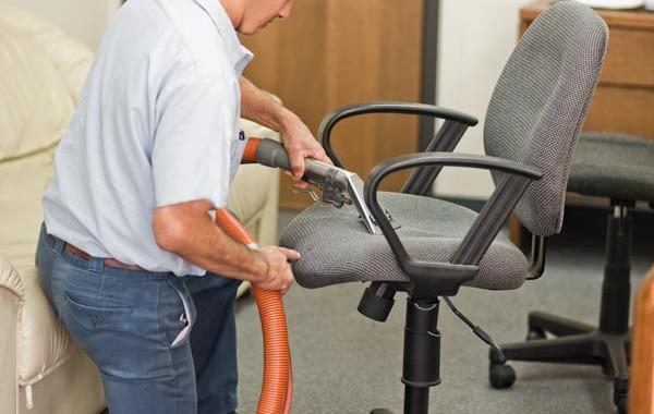 Lavagem de Cadeiras de Escritório